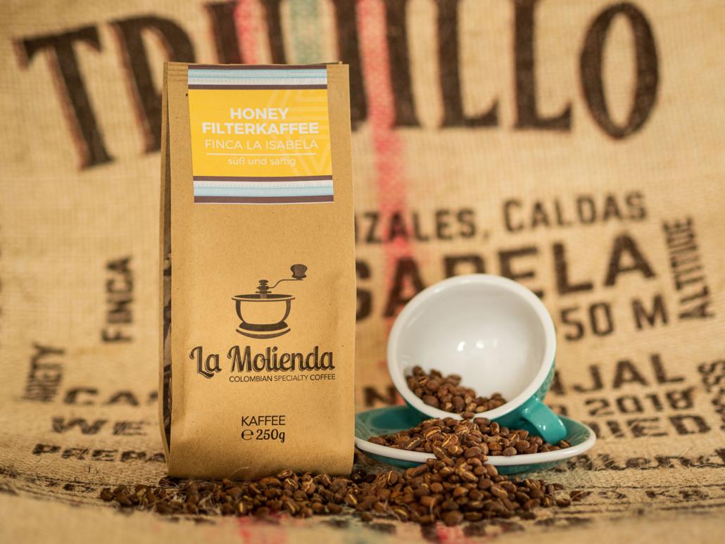 Produktfoto Kaffee mit Kaffesack im Hintergrund bei La Molienda