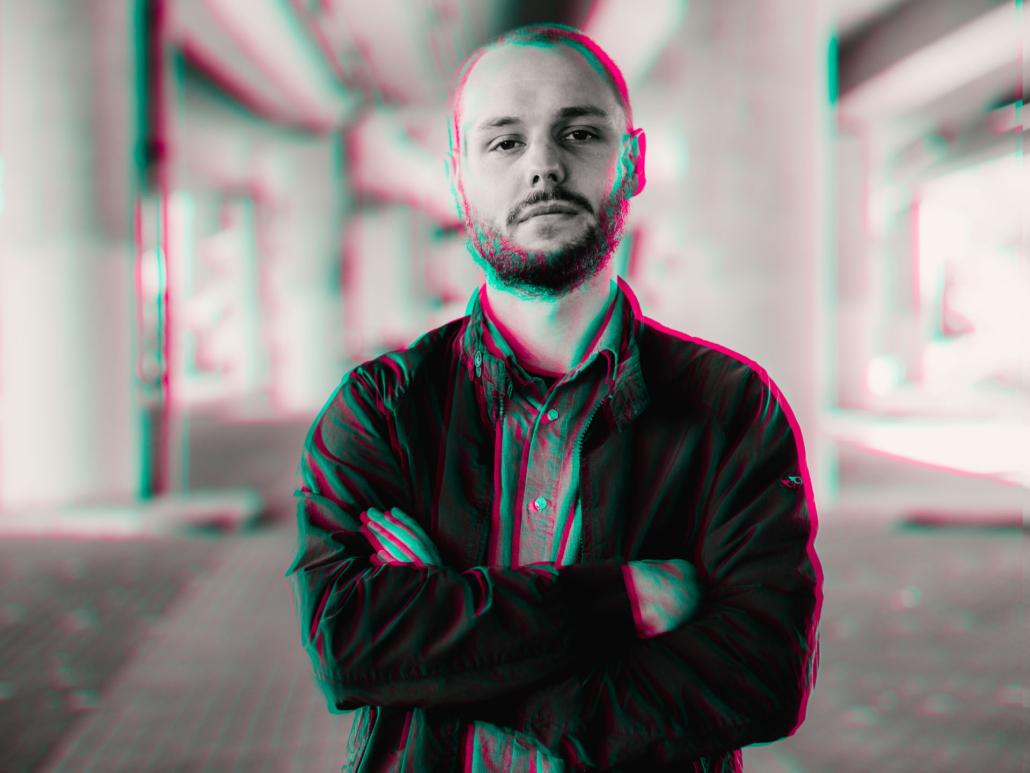 Portrait Mann mit Glitch Effekt